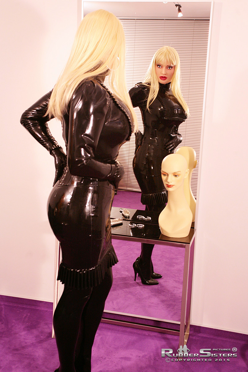 Rubbersisters - The ultimate female transformation